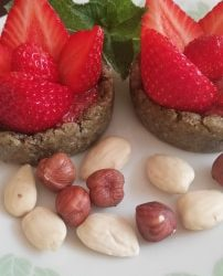 Tarte à la fraise & spiruline  *Pâte crue